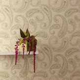 Kandola Paisley Wallpaper crystallised Green / Silver