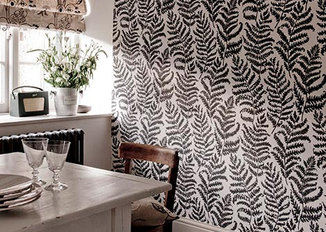 Clarke Wild Fern Charcoal Wallpaper