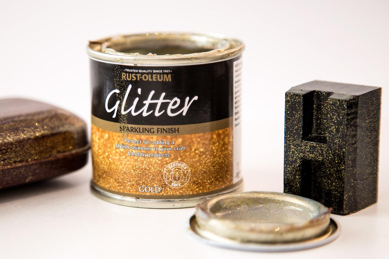 glitter paint gold 125ml by designer paint. Black Bedroom Furniture Sets. Home Design Ideas