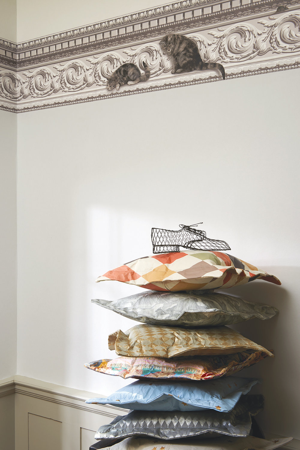 Cole & Son Paddy and Louis Grey & White Wallpaper - Product code: 103/6025