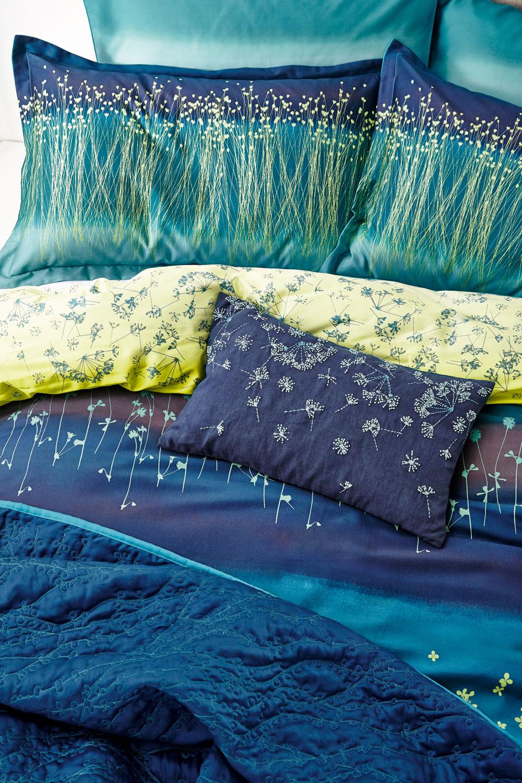 Clover Stripe Throw By Clarissa Hulse Navy Wallpaper