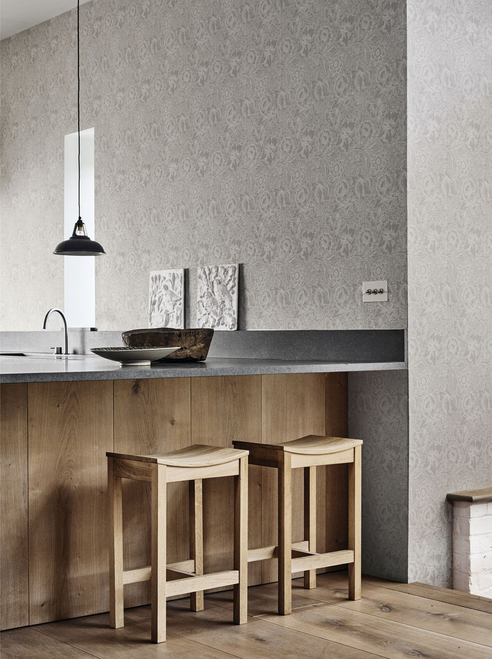Morris Pure Poppy Dove / Chalk Wallpaper extra image