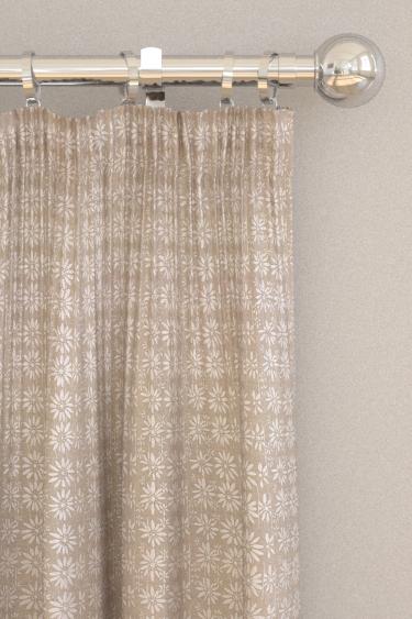 Belynda Sharples Linen Union Daisy 01 Curtains - Product code: BS-LU-DAI-01