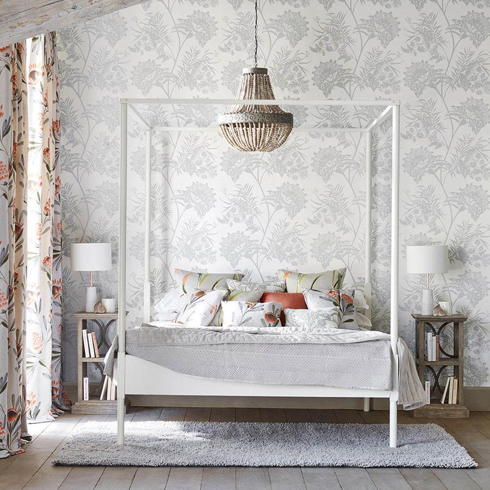 Bavero Shimmer Wallpaper - Silver - by Harlequin