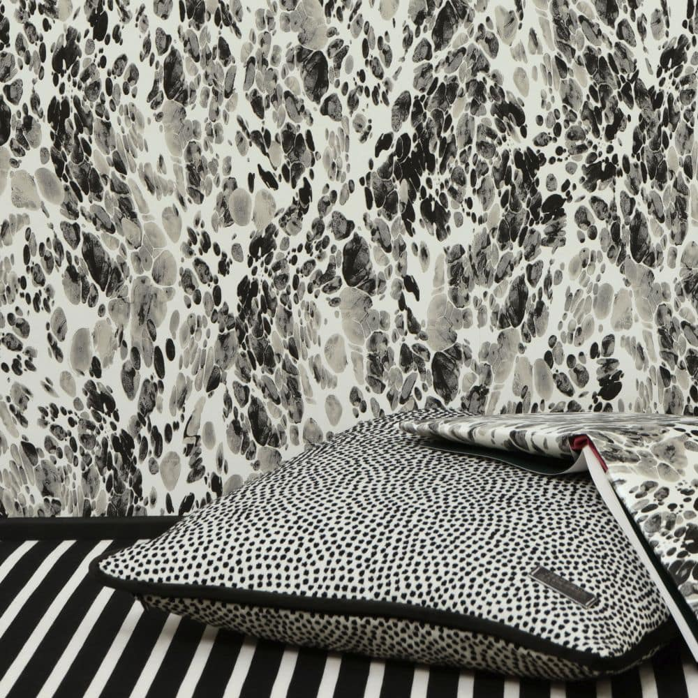 Jean Paul Gaultier Magma Black / White Wallpaper - Product code: 3328/01