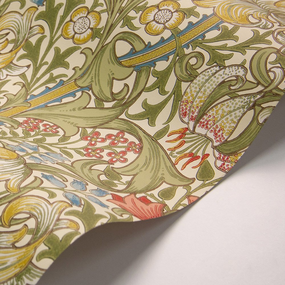 Morris Golden Lily Green / Red Wallpaper - Product code: 216745
