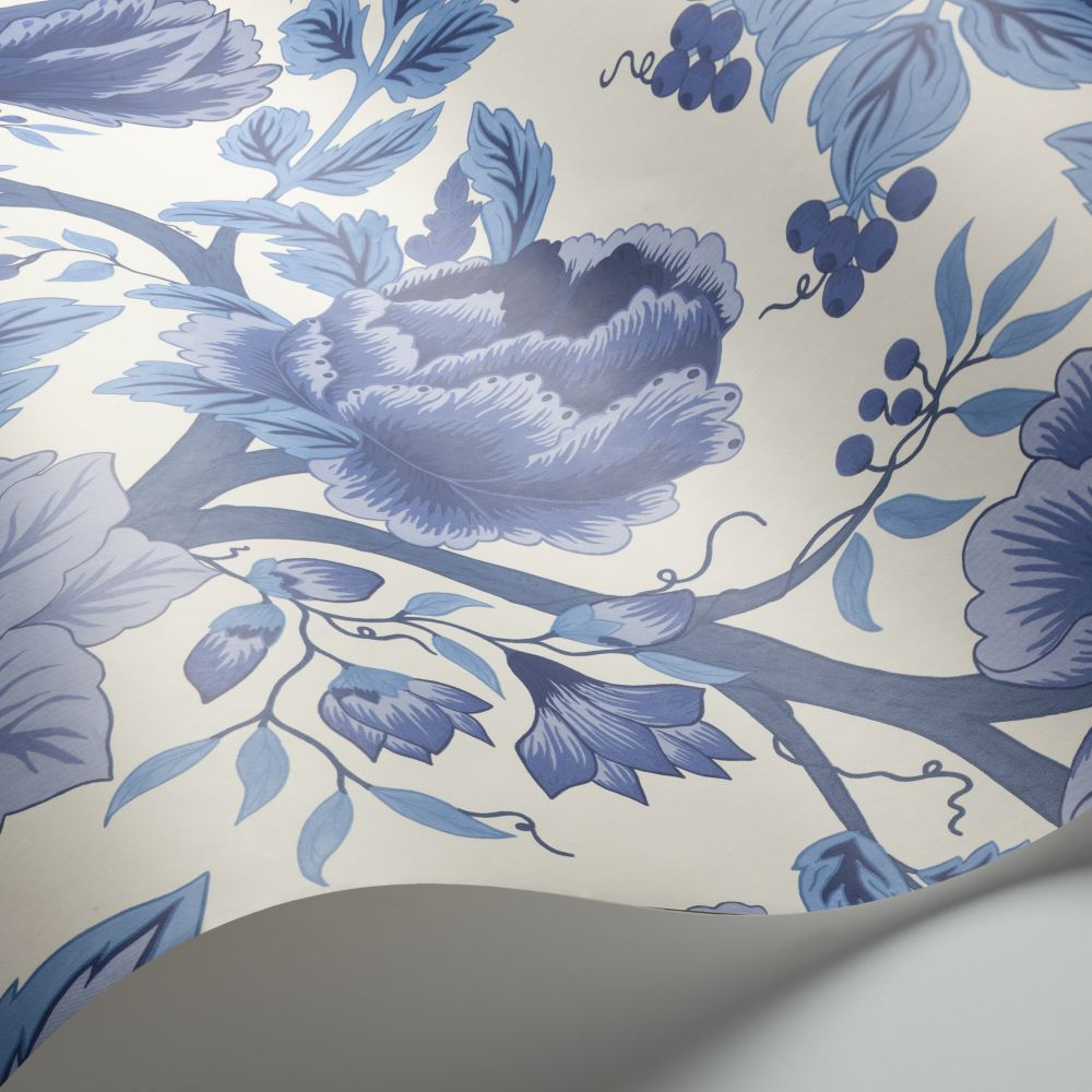 Cole & Son Midsummer Bloom Hyacinth Blues / Chalk Wallpaper - Product code: 116/4016