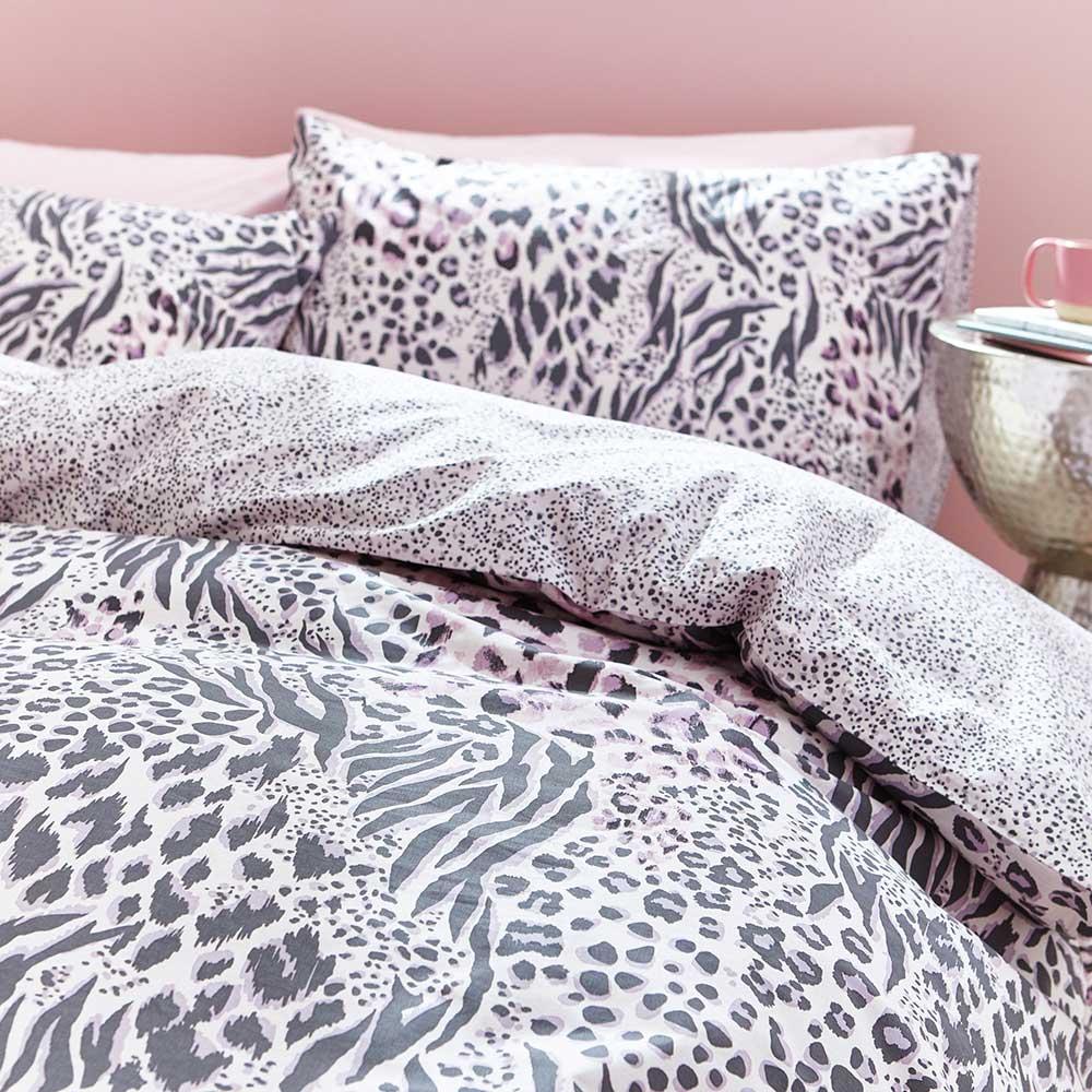 Savannah Duvet Set Duvet Cover - Grey / Pink - by Accessorize