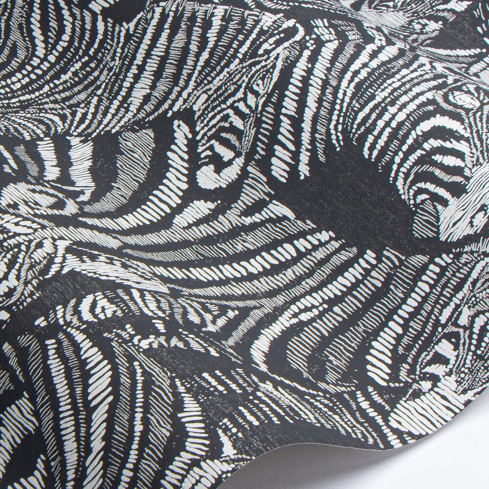 Nirmala Wallpaper - Jet / Chalk - by Harlequin