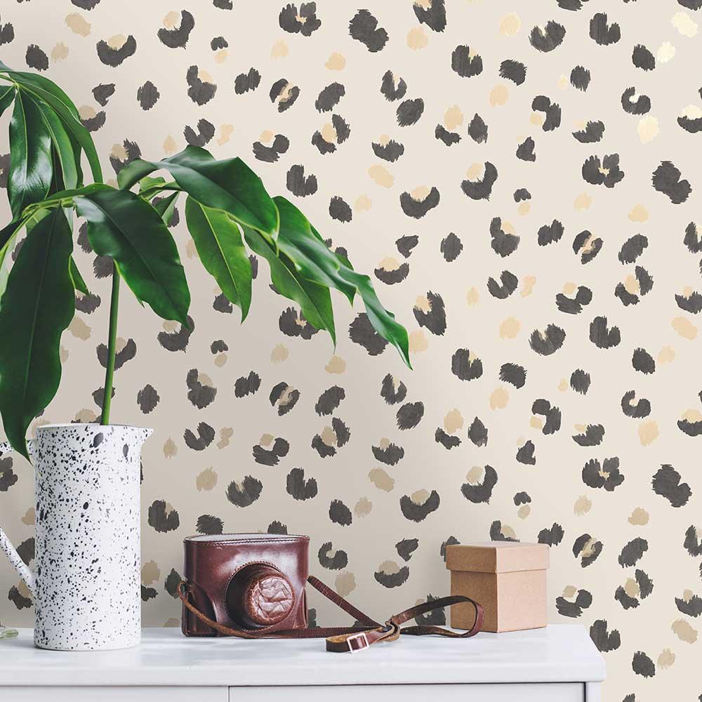 Amur Wallpaper - Cream - by Albany