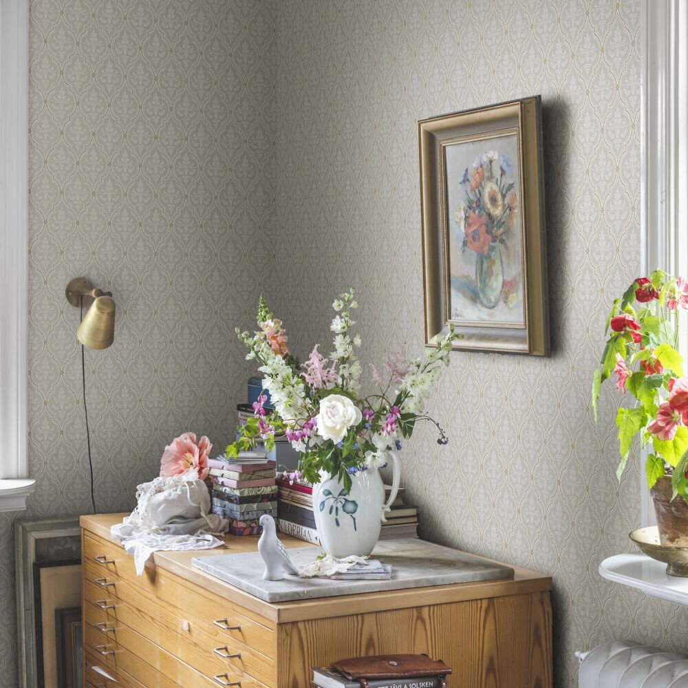 Lillie Wallpaper - Sandstone - by Sandberg